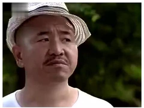 """王小利""""刘能""""携妻子罕见露面商演,夫妻搭配和谐,感情生活美满"""