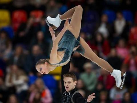 高清:花样滑冰俄罗斯站特鲁索娃夺冠梅娃亚军 宇野昌磨男单第四