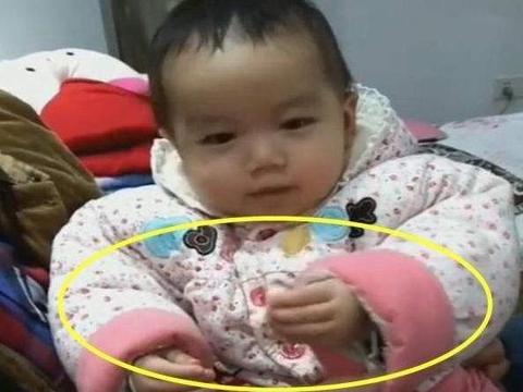 2岁宝宝误食干燥剂,爸爸接下来的处理方式,连医生都称赞