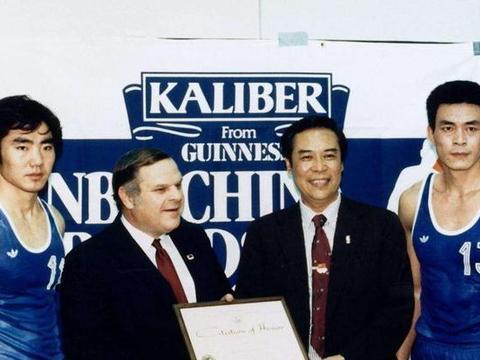 姚明用特殊的方式向我们介绍中国篮球的光辉历史