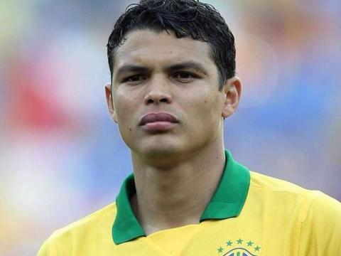 巴西友谊赛都输不起?队长席尔瓦抱怨:梅西总是被裁判照顾!