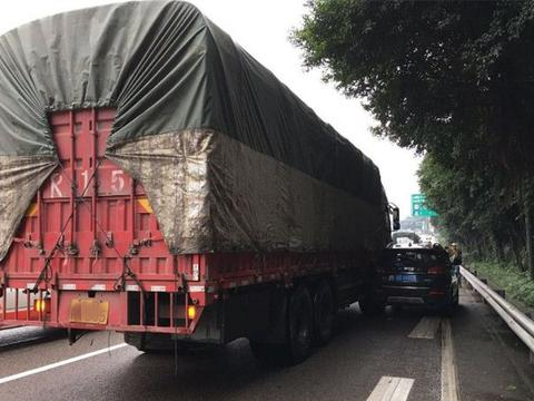 大货车超载管制日益严格,车主纠结不已:换车还是跳槽?