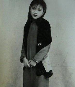 她是上海滩的漂亮女人,背负43年汉奸之名,被平反后,却选择自杀