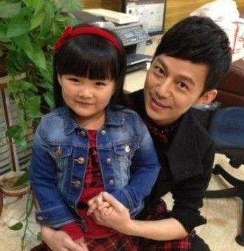 嗯哼:我干爹是李晨,Kimi:我干爹是林俊杰,小海绵:给我闪开