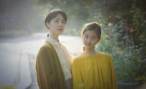 13岁李嫣碰上同样年龄黄多多,李嫣身材完胜但多多气质上无话可说
