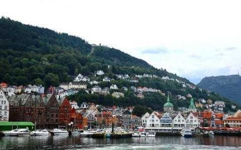 欧洲有个小城最接近北极点,允许外国人居住,但规定却特别奇葩