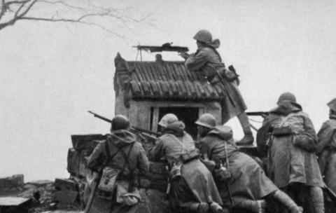 二战八路军物资匮乏,缴获大量日本军大衣,为何宁愿挨冻都不穿?