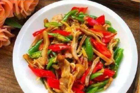 美食推荐:炒猪耳朵、辣子鸡、蒜香排骨、香菇山药炒肉片