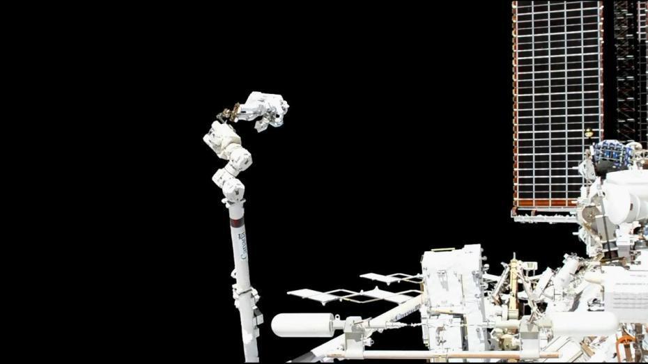 """宇航员太空行走修理""""阿尔法磁谱仪2""""宇航员太空行走修理""""阿尔法磁谱仪2"""""""