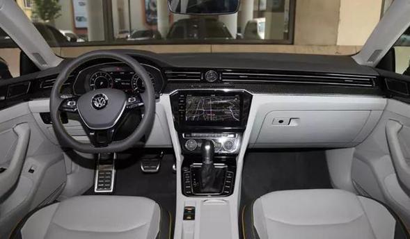 全新大众最帅轿跑CC正式上市,配置大增,无框车门竞争奥迪A4L