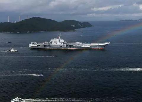 国产航母首次通过海峡:透露一个重要信号,但没必要过分解读