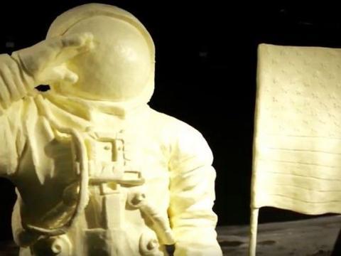 别具一格:俄亥俄州展会黄油雕像致敬阿波罗11号宇航员
