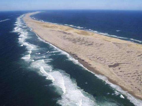 世界上最恐怖的海岛,外形美如月牙,却已让数百只轮船沉没!