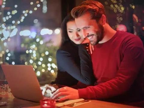 约会时,高情商的男生会有的3个动作,次次都能提升好感度