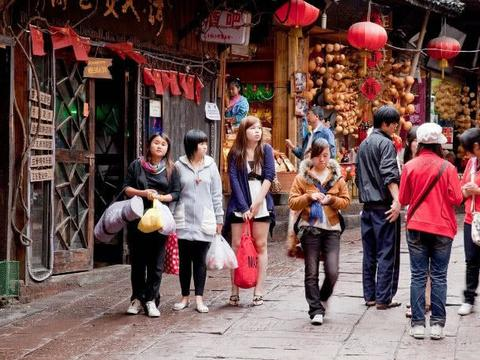 游客这样评价凤凰古城:古城不在,民俗不在,慕名而来,失望而去