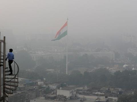 空气呛人!印度史上最强空气污染仍在持续,民众为何拒绝戴口罩?