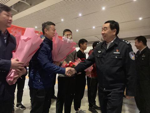 """郑州警方摧毁一""""套路贷""""涉黑犯罪团伙,受害人达2.8万余人"""