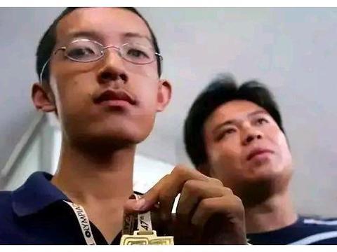 北大高材生放弃麻省理工奖学金遁入空门,父母:尊重他的选择!
