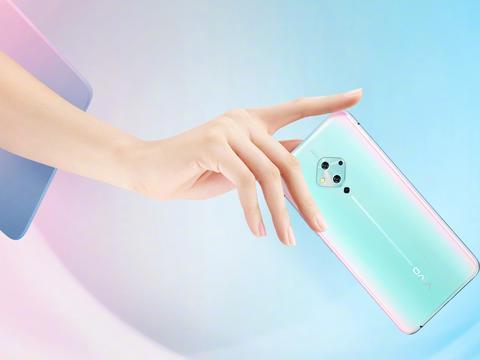 水滴屏手机再见!vivo首发微型打孔屏手机,新潮流来了