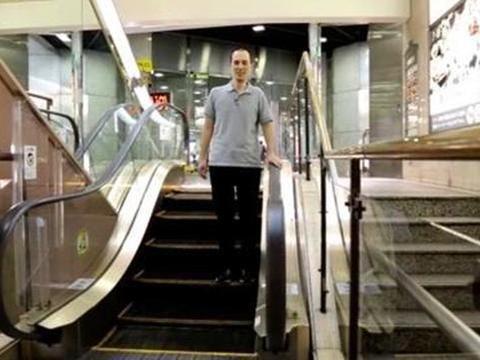 世界最短电梯,只有5个台阶,成旅游景点后还打破吉尼斯纪录