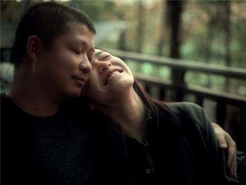 姚晨庆结婚七周年晒和曹郁合影,满脸的治愈系幸福和甜蜜