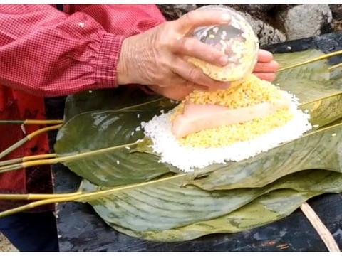 广西灵山过年必备的大粽子,一个有3斤重,一大块猪肉吃着真过瘾