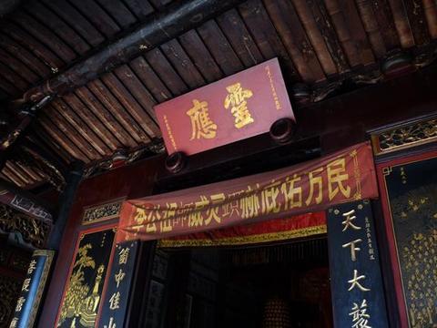 """南安灵应寺,弘一大师曾驻锡于此,清武状元敬献""""霊靈霛蘦""""匾额"""