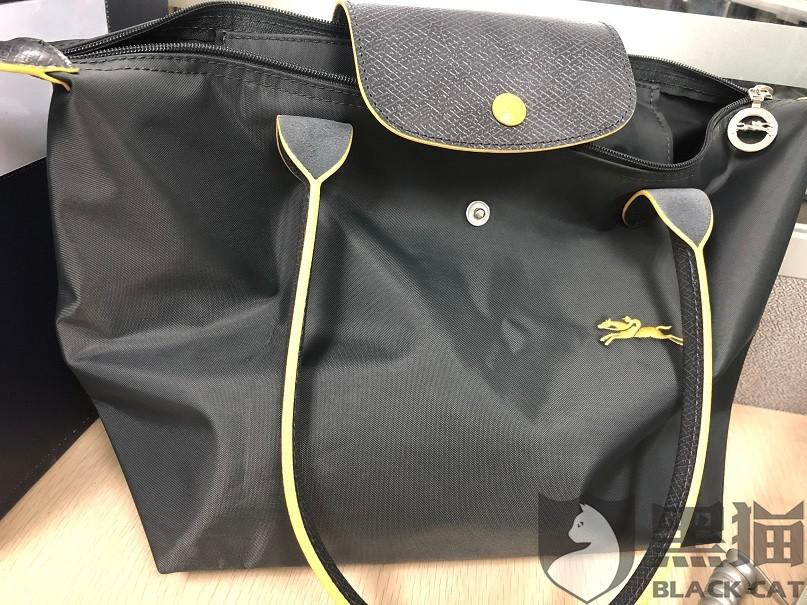 黑猫投诉:淘宝店铺:smileto 诗曼法国奢侈品 龙骧尼龙饺子包假货