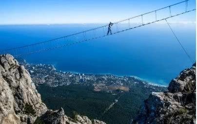 """比张家界的玻璃栈道还惊险,被称为""""世界天梯"""",光是站着腿都抖"""