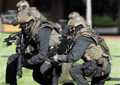 意大利也有特种部队,约有100名成员,装备精良黑手党没少吃苦头