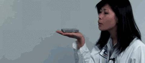 世界上最轻的金属材料,竟可以放在蒲公英上,科学真是太神奇了