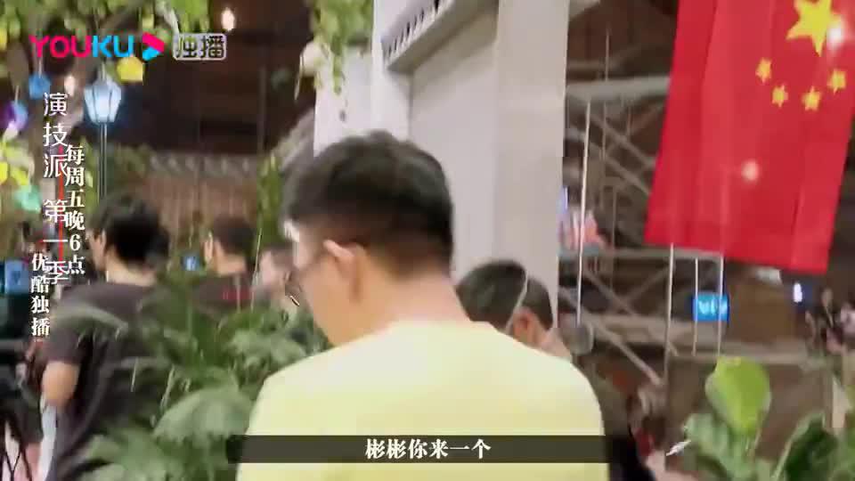 谢彬彬表演成标准反面教材,张颂文亲自下场示范如何捡钱包