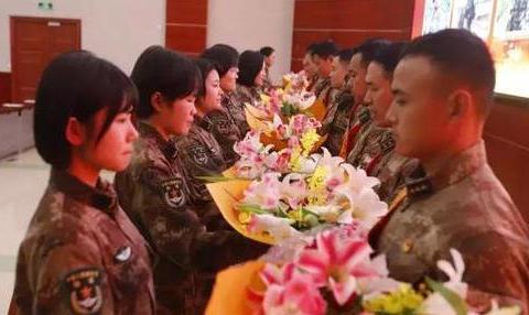 解放军某部表彰12名基层建设先进典型,释放一个强烈信号