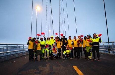 """""""基建狂魔""""造北极圈最大悬索桥,一流造桥技术"""
