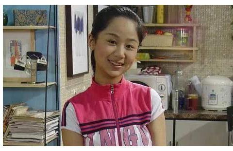 同样是出演《家有儿女》的夏雪,杨紫红到发紫,而她查无此人?