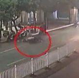 赣州一行人翻越护栏过马路被撞受伤 交警这样判…