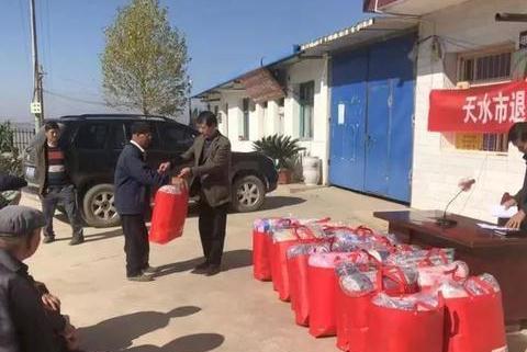 天水市文化和旅游局组织退役军人助力韩窑村脱贫攻坚
