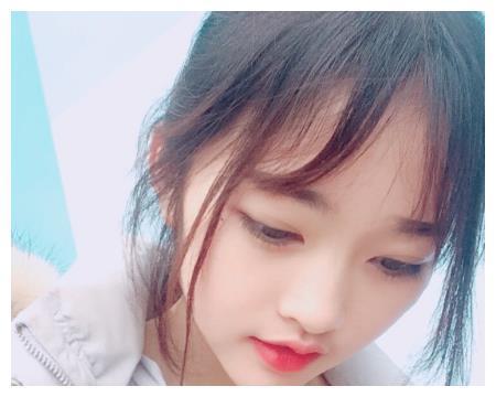 """为何""""次惑小仙女""""总有空气刘海?看到她的露额照,变了个人"""
