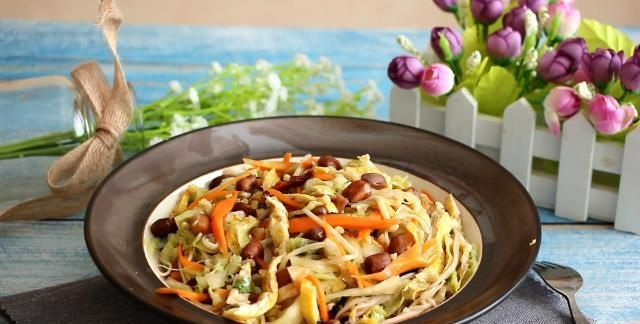 冬天白菜最火,加一把金针菇这样做,营养又下饭,比吃肉香