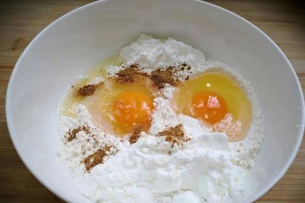 教你炸出酥脆蘑菇,裹上面粉有技巧,脆香又不油腻