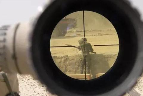 狙击手在执行任务时影响射击精度的主要因素与调整方法