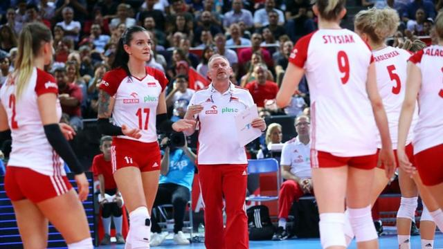 中国女排劲敌内讧,主教练出面依旧没有和解!奥运落选赛没戏了