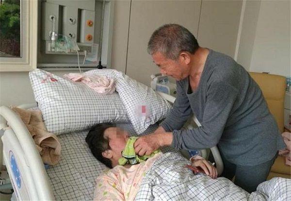 """67岁大妈拼二胎,惹其30岁子女不满:这是妹妹还是""""女儿""""?"""