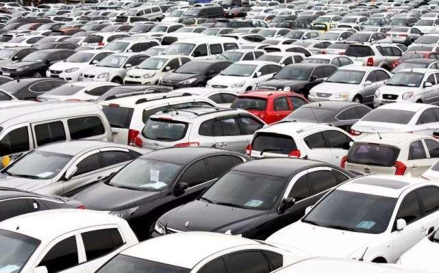 车市究竟有多冷?车企裁员、豪车降价,消费者依旧无动于衷