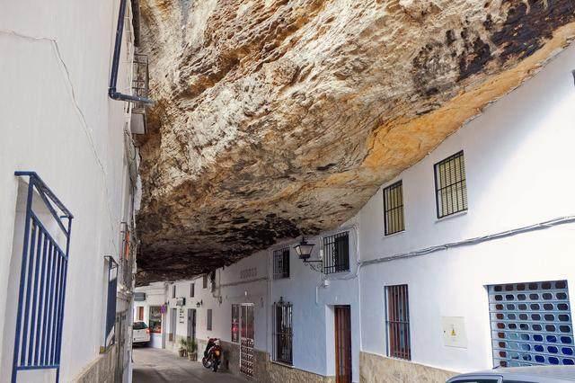 澳大利亚特别的小镇,100年来都居住在地下,知道原因你也想去
