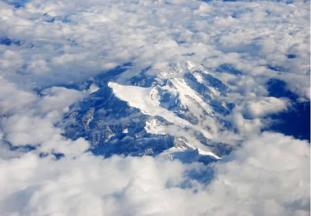 世界上唯一一条飞越珠峰的航线,可俯瞰世界之巅