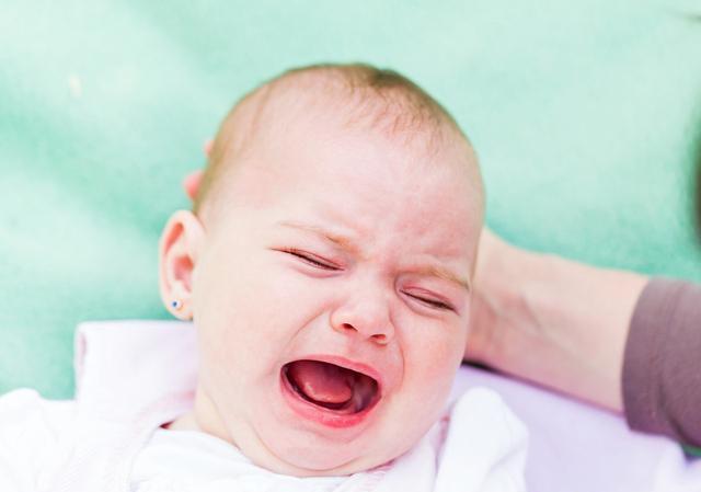 新生儿哭闹一定是饿吗?新手妈妈听懂宝宝的哭声,带娃很轻松