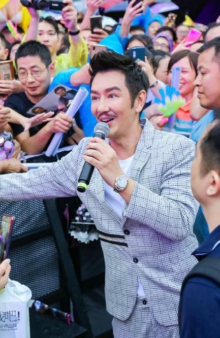 陈浩民撞脸超级马里奥,双眼皮苹果肌样貌变化大,跪谢粉丝引争议