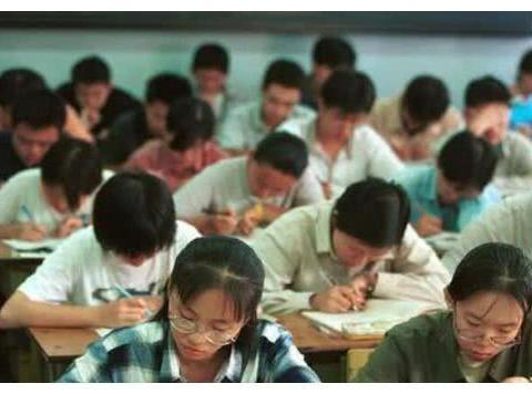 我国历史上最难的3次高考数学,平均分26,考生哭着出考场