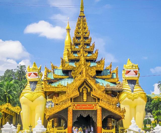 """缅甸最""""牛""""大金塔,建在闹市的中心,公路也要""""退避三舍"""""""